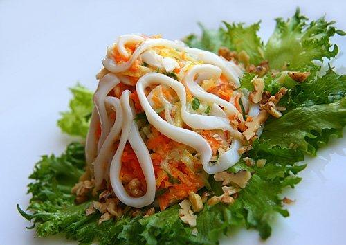 Постный салат с кальмарами и рисом