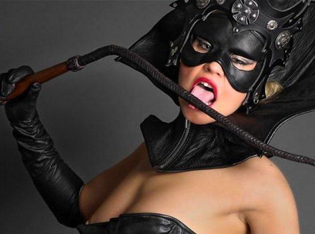 Госпожа в маске и раб фото — photo 8