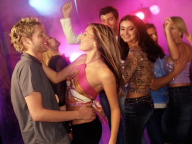Как правильно знакомиться с мальчиками на дискотеке