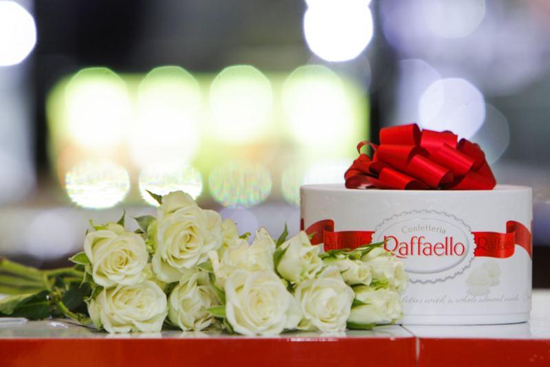 Открытки картинки, картинка поздравления с 8 марта цветы и конфеты