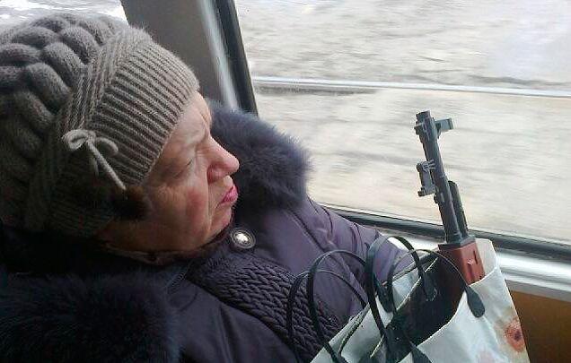В трамвае в Киеве 17-летний парень угрожал контролерам пистолетом - Цензор.НЕТ 8649
