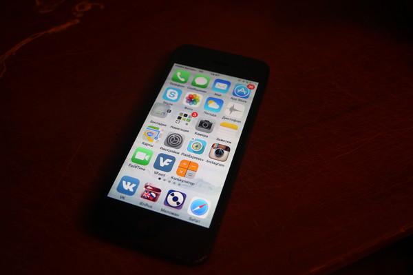 смартфоне появится айфон при просмотре фото темнеет экран истории жестокого