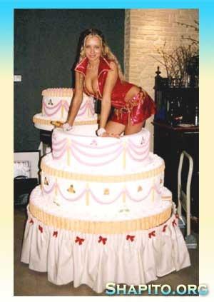 Девушка из торта фото