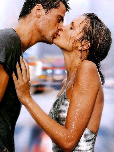 две девочки одноклассницы страстно целуются между собой белье или