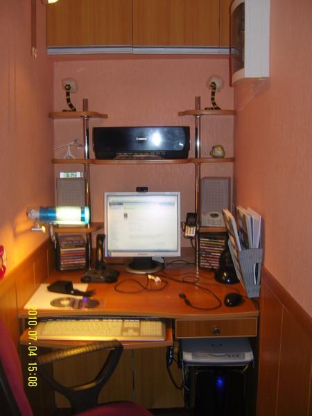 Фото компьютерных столов на лоджию..