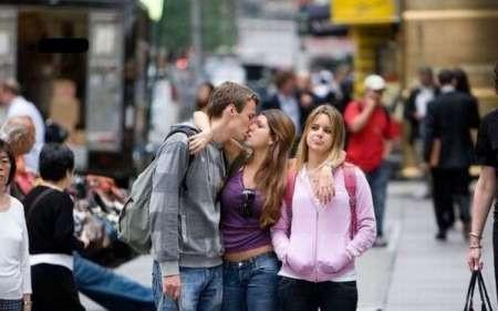 Фото парень и две девки 1707 фотография