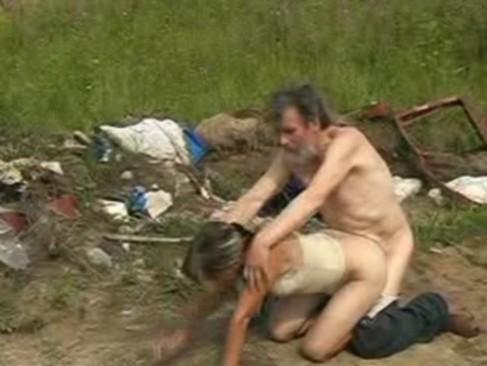 seksualnih-golih-trah-bomzhey-na-ulitse-porno-trusiki-bolshimi