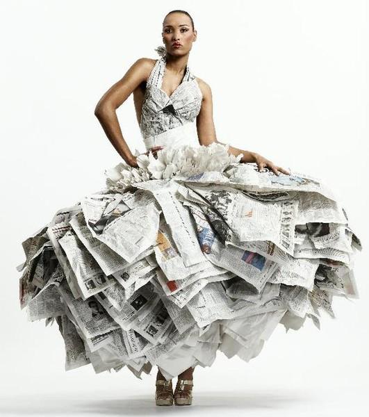Платье с подручных материалов картинки
