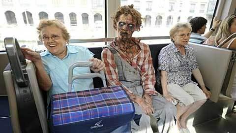 Пристали в автобусе фото