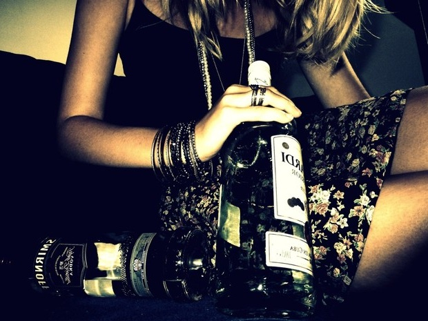 фото девушки с алкоголем
