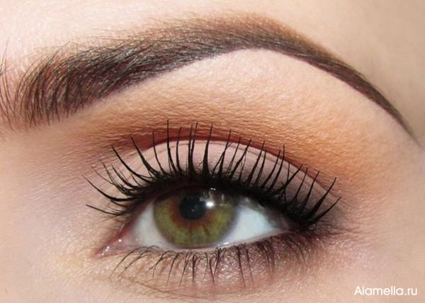 Оливкового цвета глаза