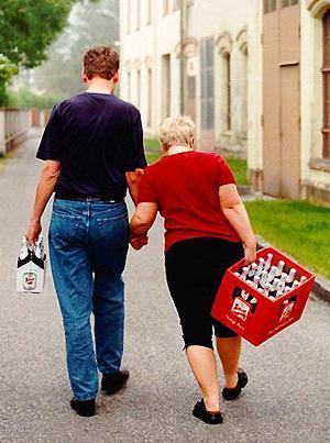 e4025f33b38b Ответы Mail.ru: Должен ли парень носить дамскую сумочку своей девушку?