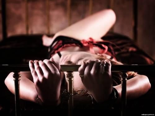 бесплатные фото женщин связанных в наручниках
