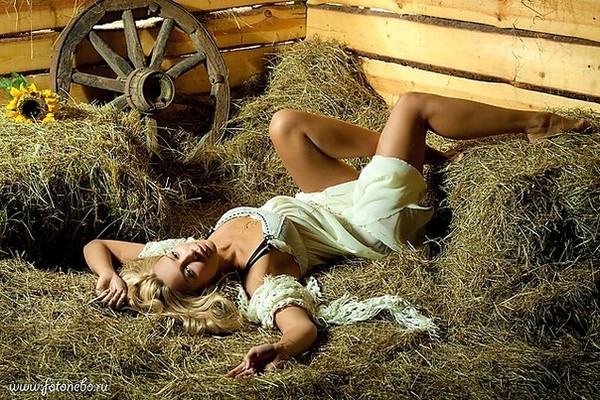 железы спит на сеновале с подругой встретиться среду утром