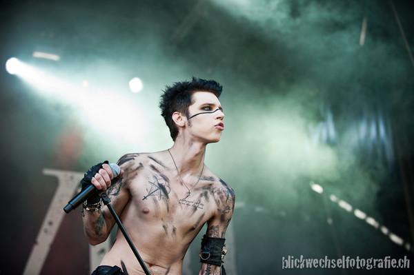 andy biersack shirtless