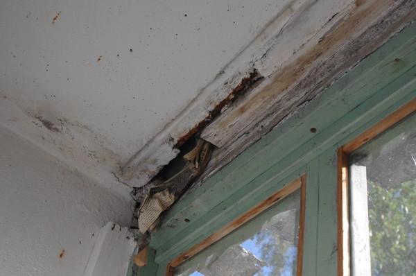 Ответы@mail.ru: Чем заделать щели на балконе?.