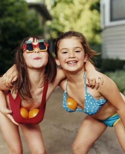 В юном возрасте девочки хотят походить на женщин, женщины хотят походить на