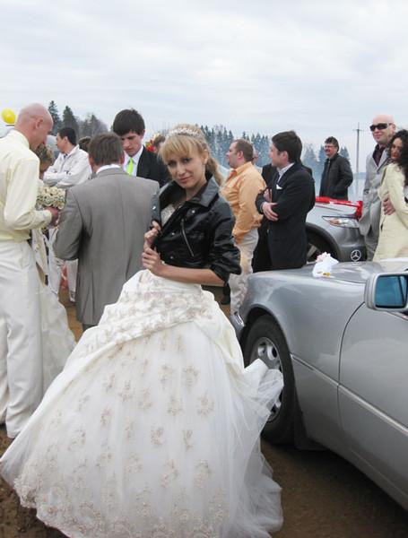 Одеть свадебное платье на фото