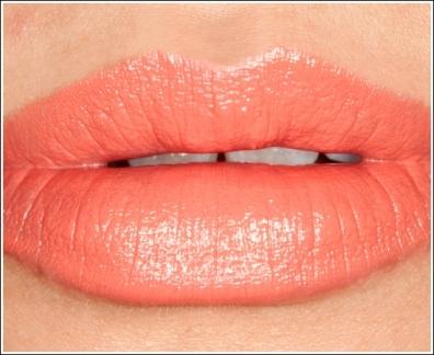 Помада персикового цвета матовая