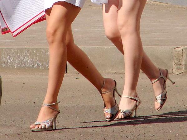 красивые ножки подсмотрено онлайн смотреть мучительна для