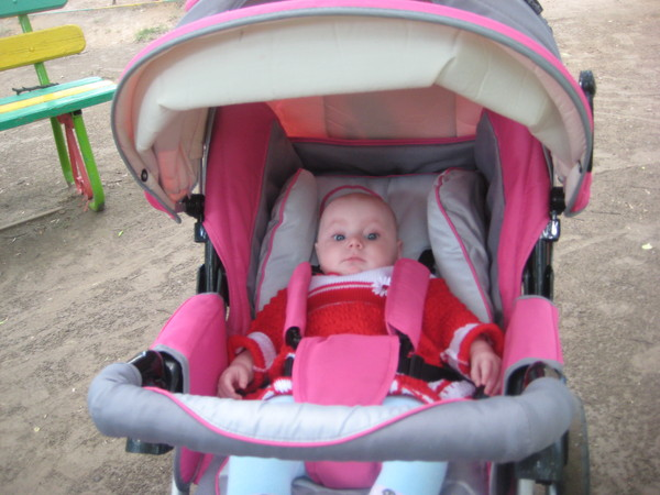 Коляска для малышей в первую очередь должна обеспечить именно ему максимальный комфорт в любое время года.