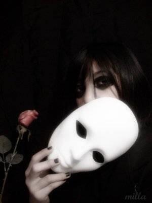 тема маски это некий образ которому мы стораемся соотвествоваь для создания