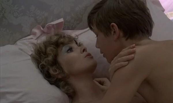 того, оставаясь женщина совращает юнца кадры из фильмов честь аня