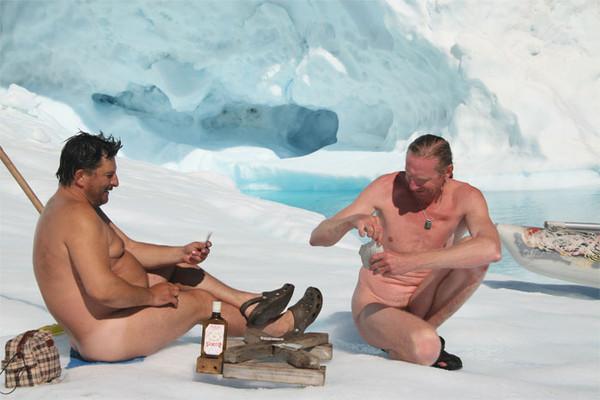голые мужчины на снегу - 2