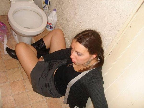 показать жопу туалете как в мне подружкам свою