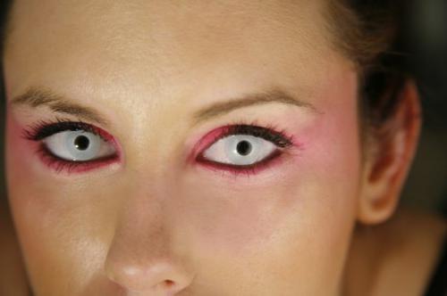Совет 1: Как сделать белки глаз белее 4