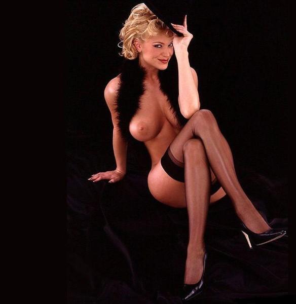 fotografii-golih-seksualnih-devushek-v-forme-medsester