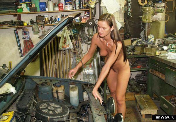 Эротические девушки ремонтируют блестящая