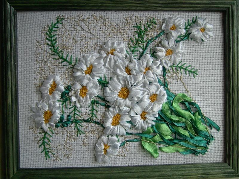 Вышивка ромашки из атласных лент