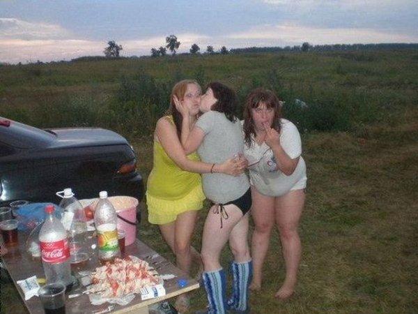 Пьяные бабы на природе