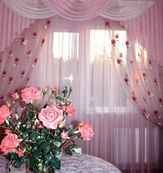 Шторы под розовые обои