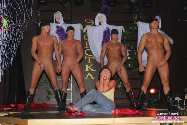 олегом мужской стриптиз голые мужчины анджела давно трахалась