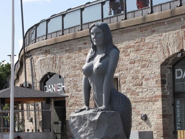 Большие сиськи статуй, муж любит смотрит как жену ебут большой хуй