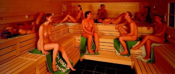 одноклассни моются в бане