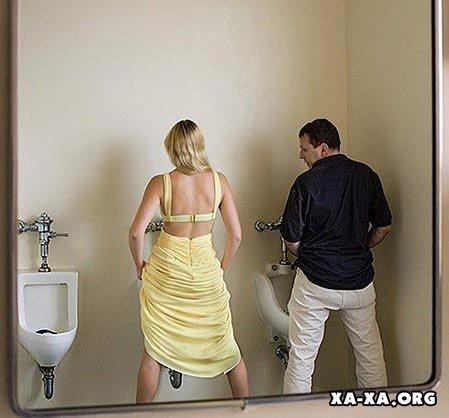 Девки ссут в туалете подглядеть