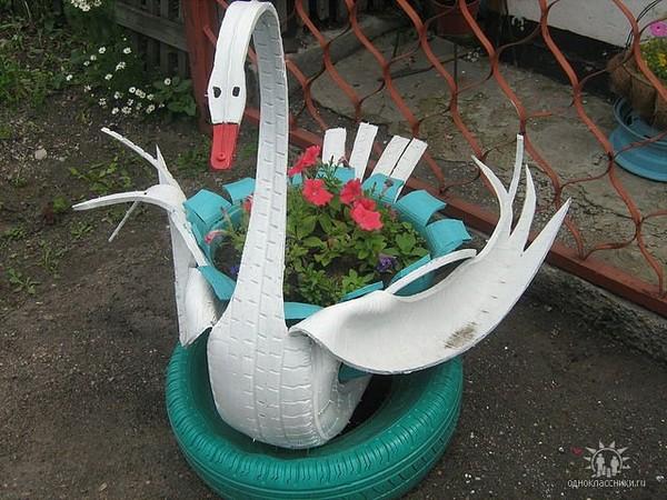 лебедя из покрышки