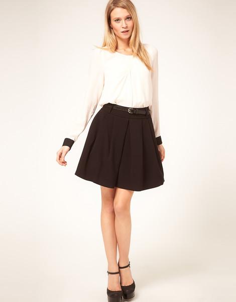 Черная юбка выше колена с чем носить