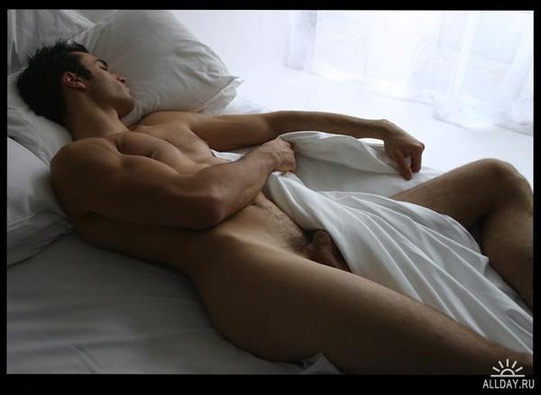 Голый мужик спит фото