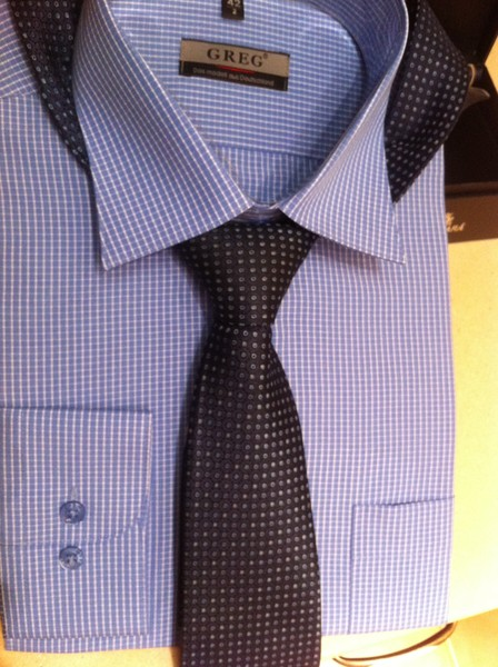 люди считают, какой галстук подойдет к фиолетовой рубашке Вам просто