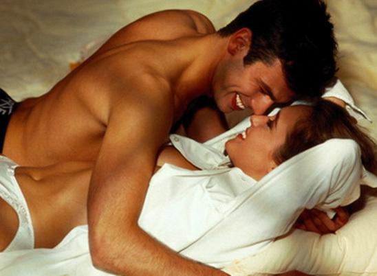 Секс в постели женщина сверху счево