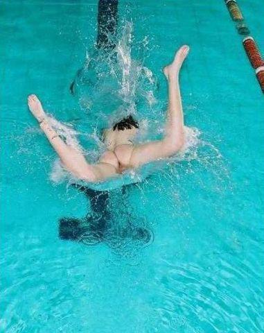 Прыжки в бассейн порно видео