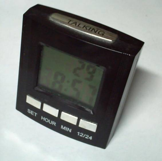 Для установки нажимайте кнопки «+» / « - нажмите кнопку mode: цифра, обозначающая часы мигает и можно установить правильное значение при помощи кнопок «+» / «-».