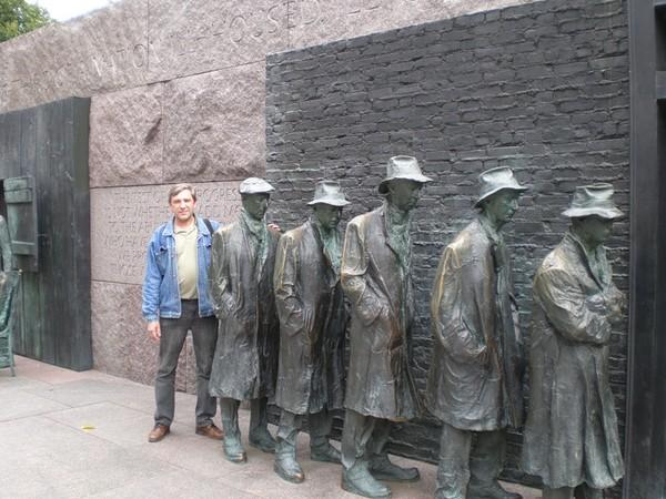 Где установлен памятник очереди изготовление памятников россия