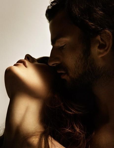 Целует девушку сзади фото фото 340-919