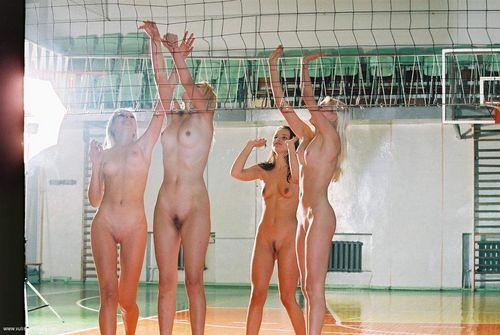lesbiyanki-russkoe-golie-sportsmenki-video-igrayut-novoe-chastnoe-porno