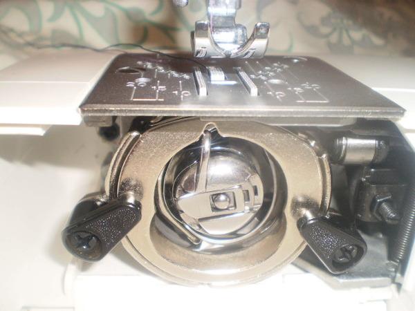 челноке путает нить в швейная машина